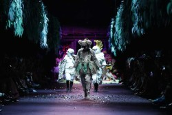 Event-Gallery-Romance-Was-Born-Bush-Magic-Runway-VAMFF-2014-6
